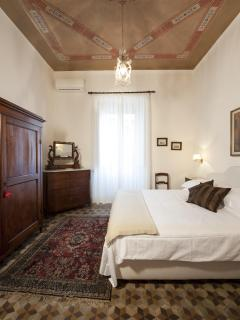 Master bedroom with frescoes and king size bed