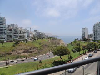 Ocean View,TV,Wi-Fi, Balcony, Larcomar Mall, Lima