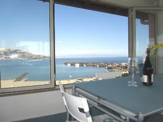 Beachfront superior 1-room apartment Best views!, Giardini-Naxos