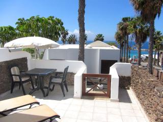Apartment front to the beach with sea views, Playa Blanca