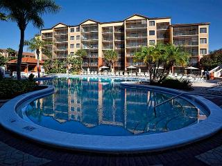 Magic Kingdom Luxury! Seven swimming pools, beautiful condo, shuttle to parks!