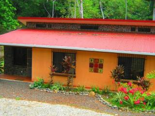 Vacation house - surrounded by nature private location, Tarcoles