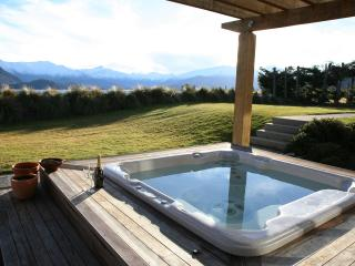 Private holiday home with tennis court & hot tub and views of Lake Wanaka.