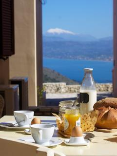 BREAKFAST WITH AMAZING VIEW