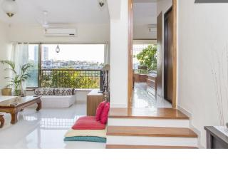 Spacious & Airy 2 Bed apartment with private balcony, Mumbai (Bombay)