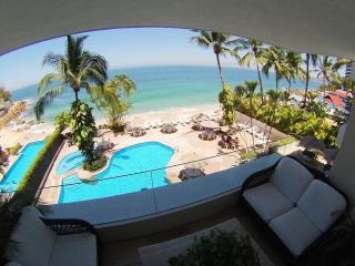 Beach front condo with private beach and 2 pools., Puerto Vallarta