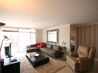 Deluxe Apt with Free Wifi, Parking & 24hr Security:301 Quayside
