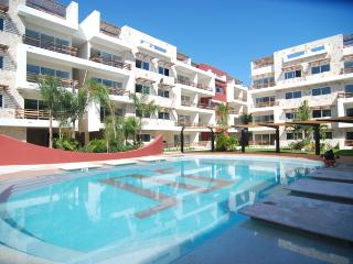 Modern 2 bdr condo, 1 block away from the beach!, Playa del Carmen