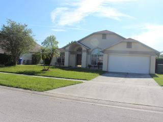 3 Bedroom Moss Bluff Villa with pool, Orlando