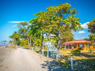 Tres Amigos Island Villas - Villa Blanca, Parrita