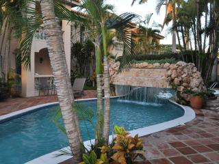 Ground Floor Unit Beside Pool, Palm/Eagle Beach