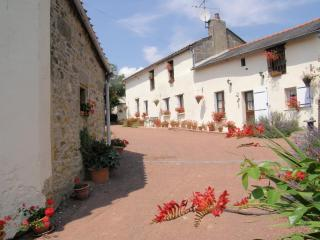 FARMHOUSE sleeps 6 character & charm FREE WIFI, Les Verchers-sur-Layon