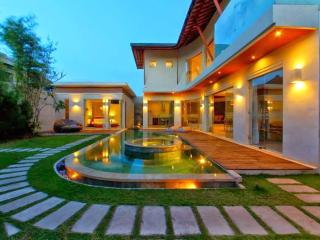 PROMO! 4BR POOL W/JACUZZI IN THE HEART OF SEMINYAK
