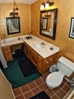 Master Bathroom w/tub