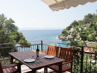 Paradise Apartments-1, Gdinj, Torac Bay
