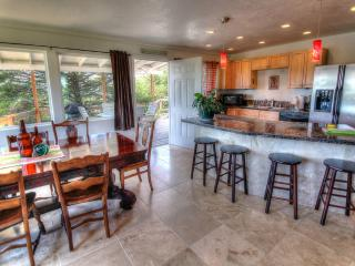 Quiet Private Beach House with Hot Tub!, Waldport