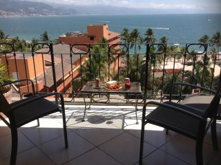 Beachfront Condo with Ocean views, Pool, Wi-fi, Puerto Vallarta