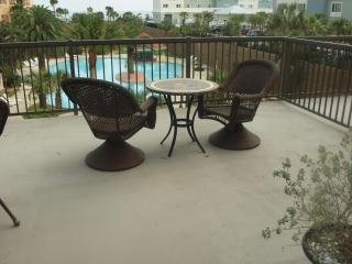 Sunshine Paradise - 1300 sq ft 2 BR/2 Bath Condo