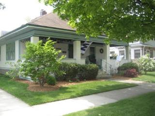 Shorewood Cottage- Reduced rate for the weeks of June 25th and July 9th!!, South Haven