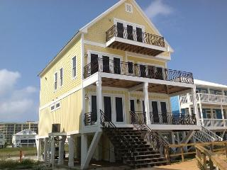 Beautiful Beach Front House, Handicap Accessible! Still vacancies in 2016!, Fort Morgan
