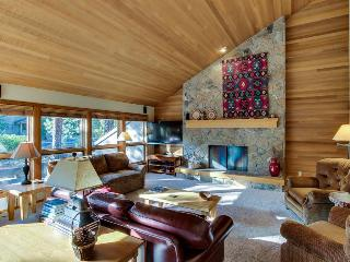 Cozy home with forest views and resort amenities like shared pool & hot tub!, Black Butte Ranch