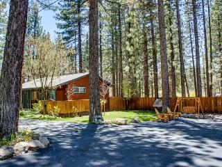 Cabin-style condo w/ shared hot tub & dog-friendly, fenced grounds