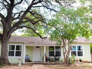 Walkable, Charming & Central Home, Austin