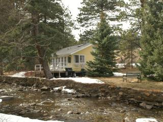 Romantic Cottage on the river near Estes Park, Lyons