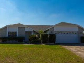 Modern 4-BR private pool home, minutes from Disney, Kissimmee