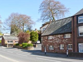 JITTY COTTAGE, opposite River Eden, WiFi, Sky TV, romantic cottage in Appleby in Westmorland, Ref. 21559, Penrith