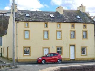 SUNDOWN, spacious, end-terrace cottage, harbour views, close to amenities, in Maryport, Ref 904888