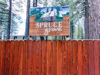 Dog-friendly cabin complex w/ shared hot tub & nearby lake access!, South Lake Tahoe