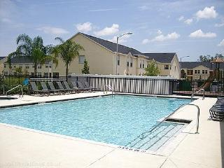 2786 CLUB CORTILE - 3 bed condo Fully equipped - ONLY 4.5 miles to Disney, Orlando, The Best Locato, Kissimmee