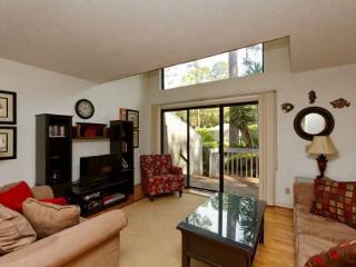 Ocean Gate 6, 2 Bedrooms, Large Pool, Tennis, Walk to Beach, Sleeps 6, Hilton Head
