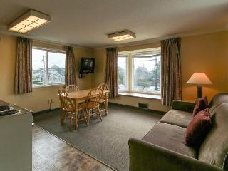 Pet-friendly studio in the heart of Cannon Beach!