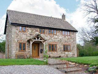 ABBOTT'S RETREAT, pet-friendly, WiFi, woodburner, en-suite access, detached cottage near Bishop's Castle, Ref. 30240, Bishops Castle