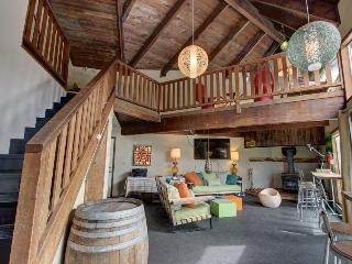 Adorable and spacious cabin in the woods - close to ski access!