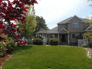 Quality~Comfort Hidden Valley Home.  Available for weddings, reunions and Christian retreats too.