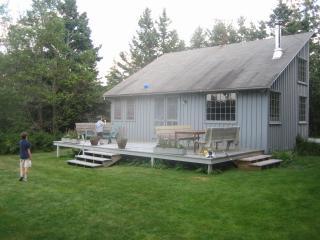 Prud'homme Cottage: architect-designed, bright, cozy cottage on Cove