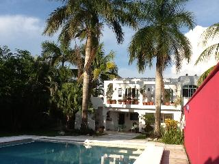 Casa Caribe Abajo, downtown home,pool in Cozumel (downstairs)