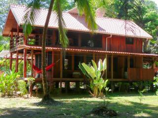 Ocean-front beach house, shade decks,Corcovado Sunsets, wildlife/kayaks/private.