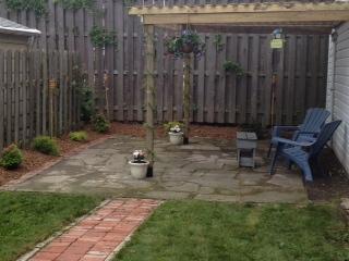 Um pátio exterior para recolhimentos sociais e relaxantes...