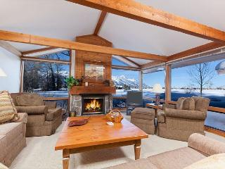 Enjoy Grand Teton Views at this Golf Creek Condo! Not far from Jackson & GTNP
