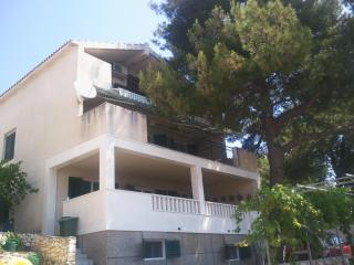 Apartment on Island Ciovo/Unesco town Trogir,big terrace/sea view,50m from sea