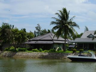 3 bedroom Pool villa by the sea in close Mae Phim