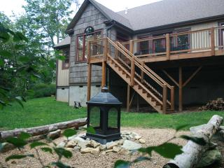 20% off available July/Aug Dates-The Trinity-Firepit, Hot Tub, Pool table, Games