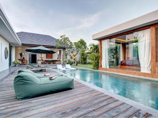 Lovely Elegant Private Seminyak Villa