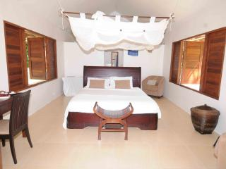 Beachfront Bungalow with King Bed, Efate