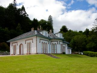 Large, Luxury House in Loch Lomond Sleeps 21, Arrochar