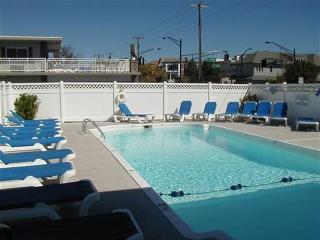 9th St. W/ Outdoor Pool - Walk 2 Beach & Boards